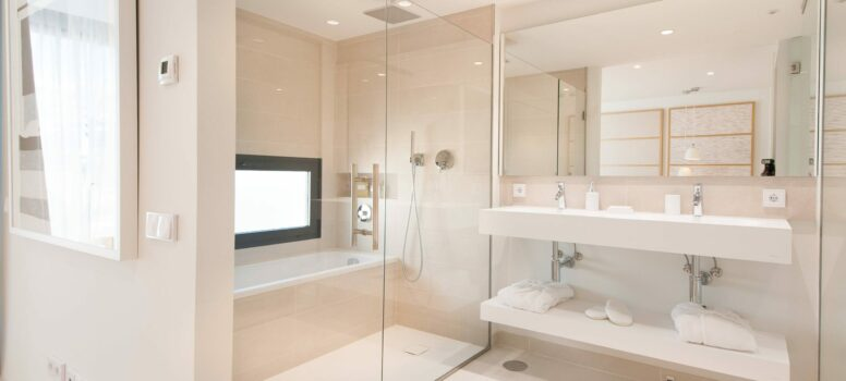 Master_Bathroom-Higueron-west.-scaled